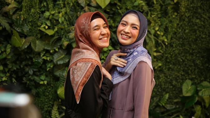 Dhini aminarti, Donita X Naya Scarves, Senayan City, Jakarta (17/1/2020). (Adrian Putra/Fimela.com)