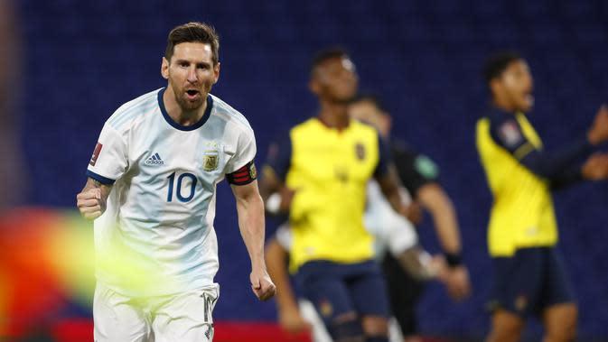 Pemain Argentina Lionel Messi merayakan mencetak gol pertama timnya selama pertandingan sepak bola kualifikasi melawan Ekuador untuk Piala Dunia FIFA Qatar 2022 di stadion Bombonera di Buenos Aires, Argentina, Kamis, 8 Oktober 2020. (Agustin Marcarian / P