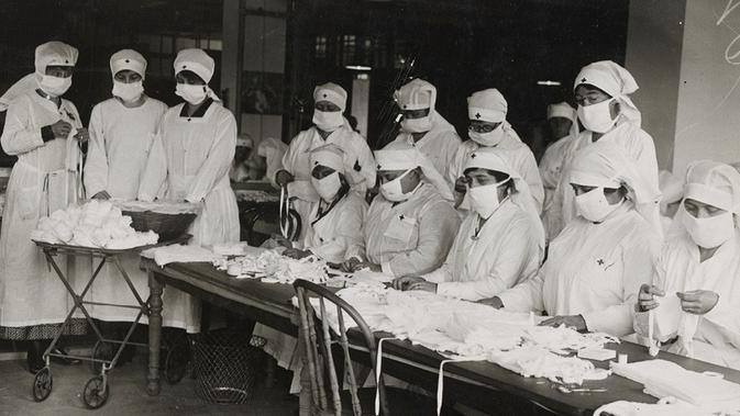 Perawat menyiapkan masker untuk mencegah penyebaran flu Spanyol pada 1918. (foto: National Archives)