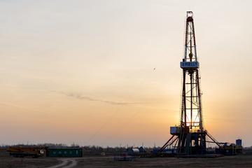 沙烏地阿拉伯油廠遇襲,影響國際油價。(unsplash圖庫)