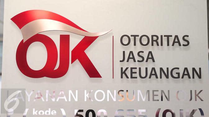 Tulisan OJK terpampang di Kantor Otoritas Jasa Keuangan (OJK), Jakarta. (Liputan6.com/Angga Yuniar)