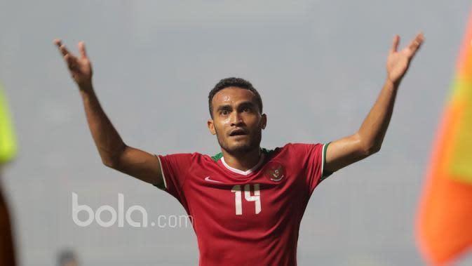 Rizky Pora saat melawan Thailand pada laga Final Piala AFF 2016 di Stadion Pakansari, Bogor, (14/12/2016). (Bola.com/Nicklas Hanoatubun)