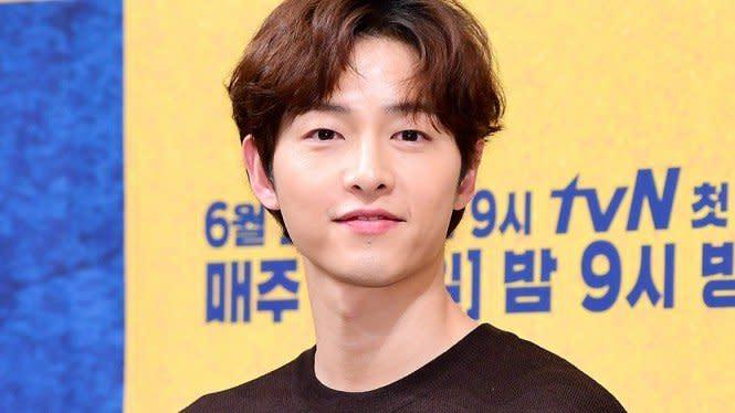 Digosipkan Pacari Pengacara, Song Joong Ki Akan Ambil Langkah Hukum