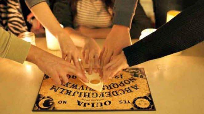 Permainan Papan Ouija.