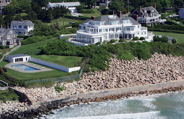 Taylor Swift's Unwelcome Wagon: Trespasser Tries Crashing New Mansion