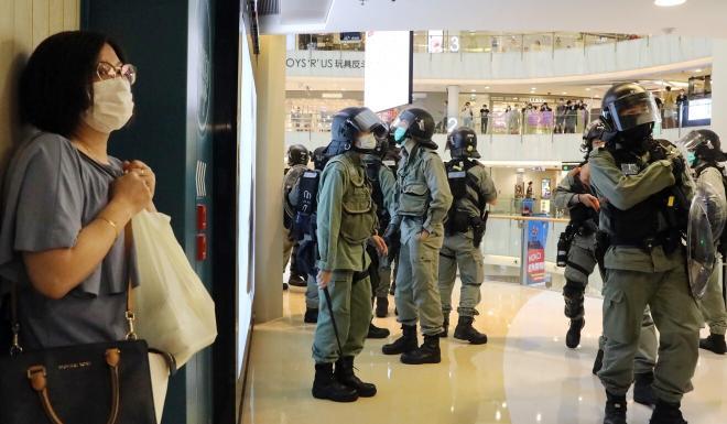 Anti-riot police patrol inside Moko Mall in Mong Kok. Photo: K.Y. Cheng