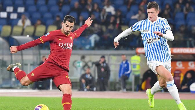 AS Roma resmi menambah durasi pinjaman Henrikh Mkhitaryan dari Arsenal sampai akhir musim 2020-2021. (AFP/Andreas Solaro)