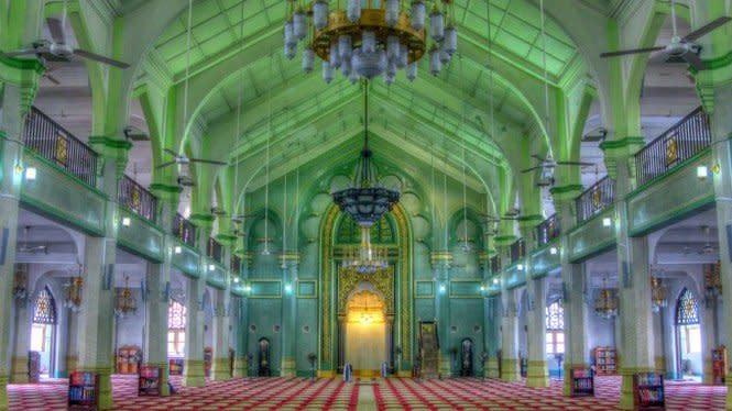 Salat di Masjid saat New Normal Harus Daftar Online