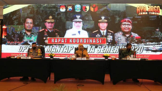Rapat koordinasi Ops Mantap Praja Semeru 2020, Senin (31/8/2020). (Foto: Liputan6.com/Dian Kurniawan)