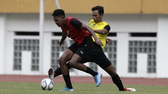 Pemain Timnas Indonesia U-19, Braif Fatari, saat mengikuti internal games di Stadion Wibawa Mukti, Cikarang, Rabu (13/1). Sebanyak 53 pemain mengikuti seleksi untuk memperkuat skuat utama Timnas Indonesia U-19. (Bola.com/Yoppy Renato)