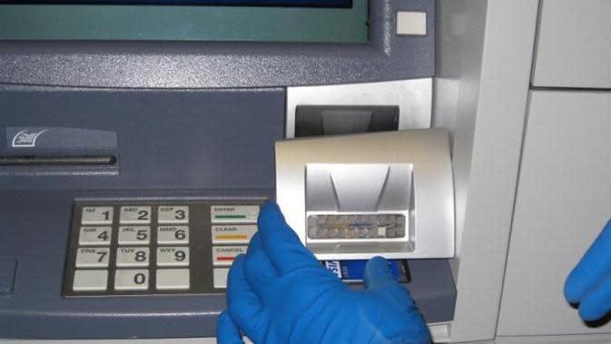 Sebenarnya apa dan bagaimana cara kerja teknik skimming kartu ATM?