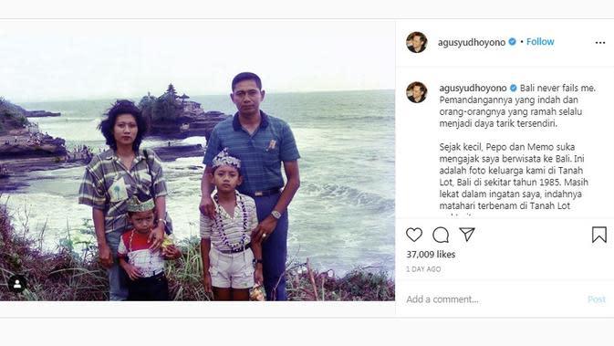Potret masa kecil AHY ketika mengunjungi Tanah Lot, Bali bersama SBY, Ani Yudhoyono, dan Ibas. (dok. Instagram @agusyudhoyono/https://www.instagram.com/p/CEyx4xxHBXd/