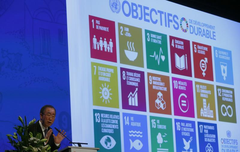 Then-UN Secretary-General Ban Ki-Moon addresses the Annual Conference of Swiss Development Cooperation in Zurich, Switzerland January 22, 2016. On the screen behind are displayed the 17 goals of UN's 2030 Agenda for Sustainable Development. (File photo)