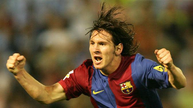Bintang Barcelona, Lionel Messi, merayakan gol yang dicetaknya ke gawang Celta Vigo pada laga La Liga Spanyol di Stadion Balaidos, Vigo, Senin (28/8/2006). (AFP/Miguel Riopa)