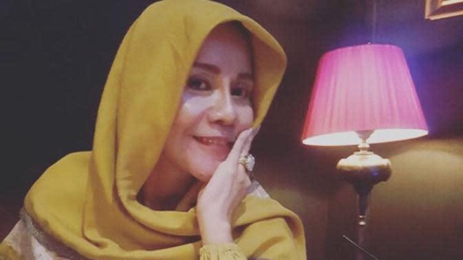 Ibunda Vicky Prasetyo (Sumber: Instagram//vickyprasetyo777)