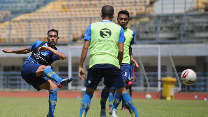 Sesi latihan Persib Bandung. (Bola.com/Erwin Snaz)