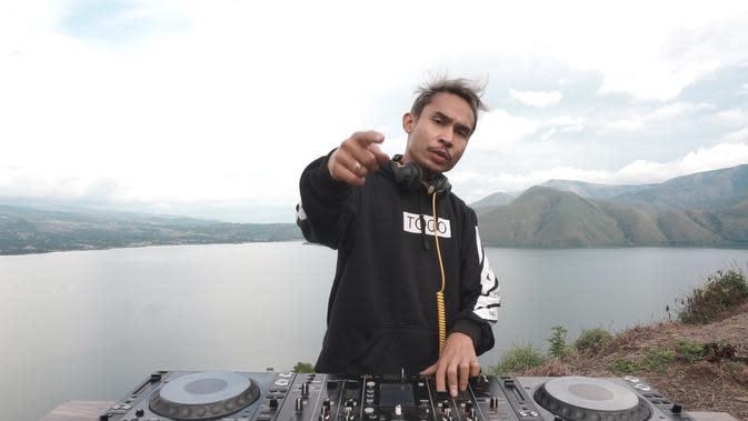DJ Cliffrs mengangkat pariwisata Sumatera Utara di tengah pandemi Corona dengan cara unik. | dok. DJ Cliffrs
