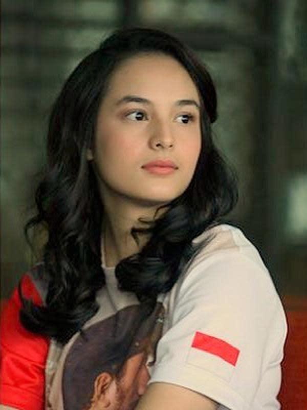 Di tahun 2016, ini adalah saat Chelsea membintangi film 3 Srikandi. Ia menjadi gadis bernama Lilies Handayani yang merupakan seorang atlet panahan Indonesia dan berhasil meraih media di Olimpiade di Seoul tahun 1988. (Instagram/chelseaislan)