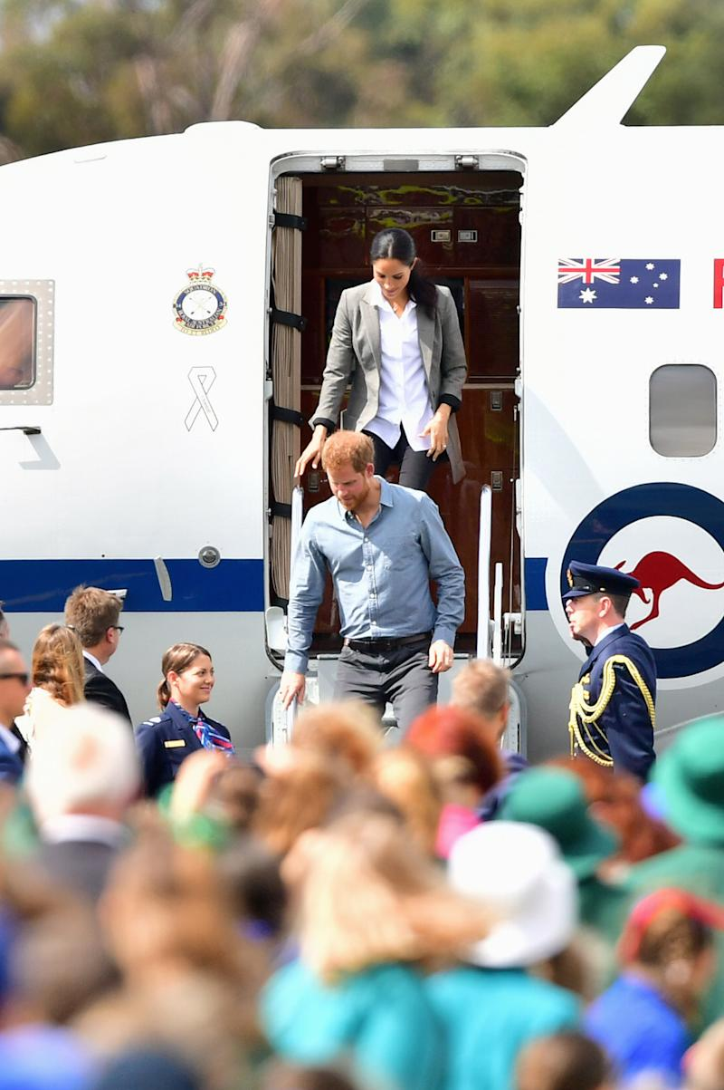 The couple arrive from Sydney. Photo: Getty, meghan markle prince harry dubbo, meghan markle prince harry australia, meghan markle serena williams jacket, meghan markle pregnant