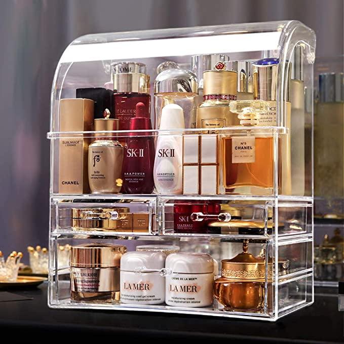 MOOCHI Professional Large Cosmetic Makeup Organizer. (Image via Amazon)