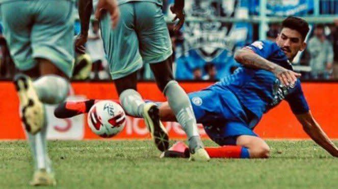 Bek Arema FC, Matias Malvino.