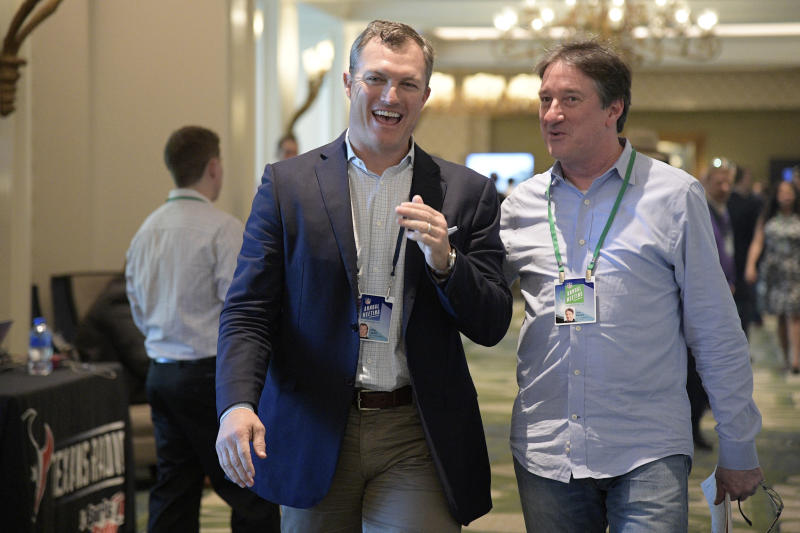 San Francisco 49ers general manager John Lynch, left, chats with Don Banks while walking to a conference room during the NFL owners meetings, Monday, March 26, 2018 in Orlando, Fla. (Phelan M. Ebenhack/AP Images for NFL)