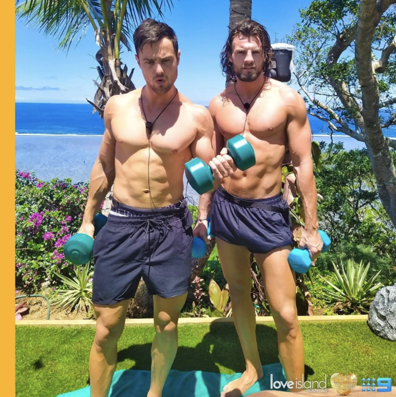 A photo of Love Island stars Eoghan Murphy and Gerard Majda lifting weights.
