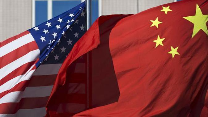 Bendera AS dan China berkibar berdampingan (AP/Andy Wong)