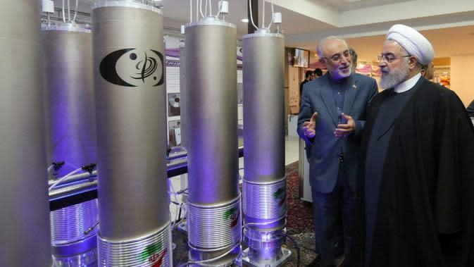 Presiden Iran Hassan Rouhani sedang meninjau program pengembangan nuklir negaranya (AFP Photo)
