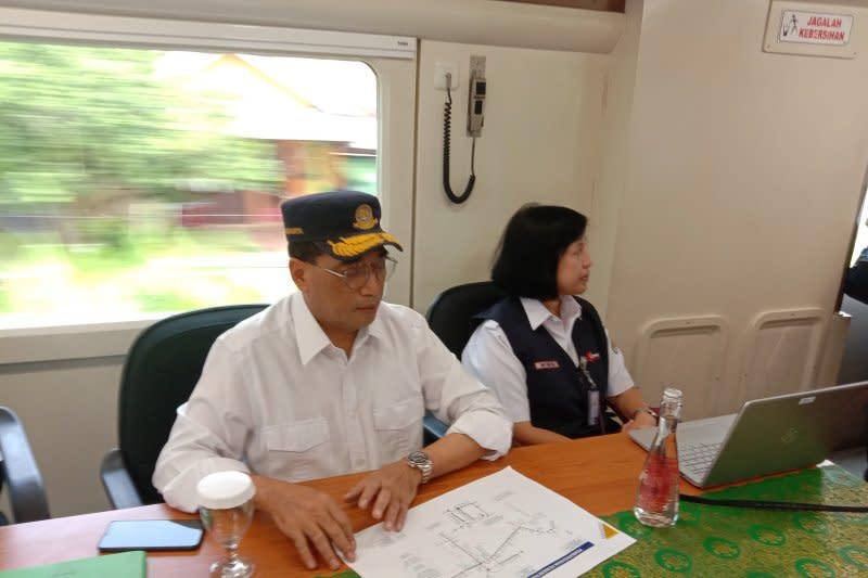 Menhub pimpin rapat di  kereta api