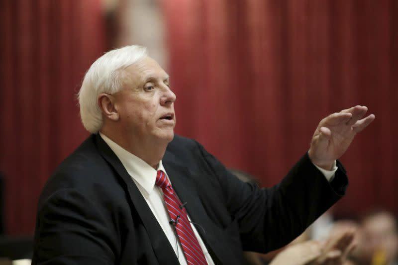 Gubernur West Virginia bantah rasis karena sebut 'preman' dalam basket
