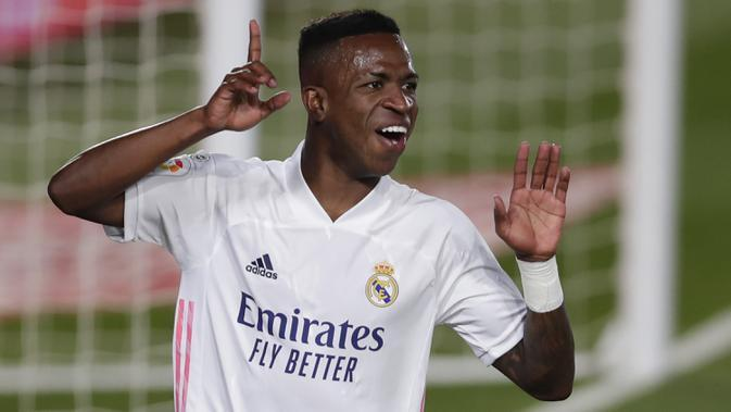 Penyerang Real Madrid, Vinicius Junior, merayakan gol yang dicetaknya ke gawang Real Valladolid pada laga lanjutan Liga Spanyol di Estadio Alfredo Di Stefano, Kamis (1/10/2020) dini hari WIB. Real Madrid menang 1-0 atas Valladolid. (AP Photo/Manu Fernandez)