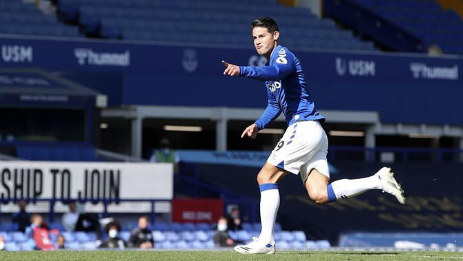 Gelandang Everton, James Rodriguez melakukan selebrasi usai membobol gawang West Bromwich Albion dalam lanjutan Liga Inggris 2020/2021. (Nick Potts/Pool via AP)