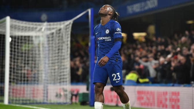 Striker Chelsea, Michy Matshuayi menyesali kegagalan peluang di depan gawang MU (Glyn Kirk / AFP)