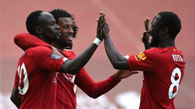 Bomber Liverpool, Sadio Mane, rayakan gol bersama rekan-rekannya