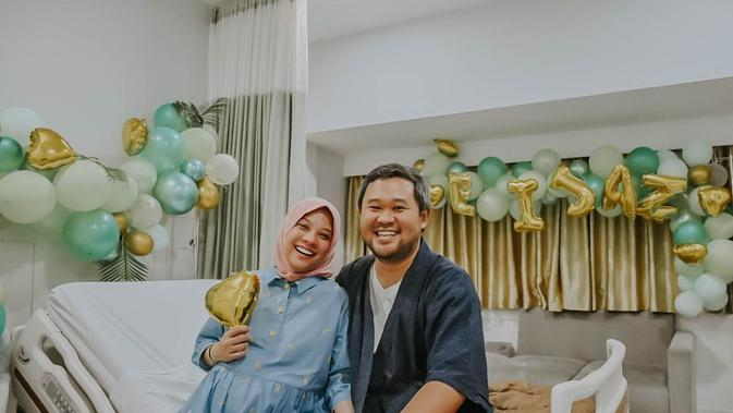 Kini, Rachel Maryam sedang berbahagia dengan hadirnya anak keduanya. Namun sayang, setelah melahirkan anak keduanya, ia harus kehilangan rahimnya yang harus diangkat lantaran alasan medis. (Instagram/rachelmaryams)