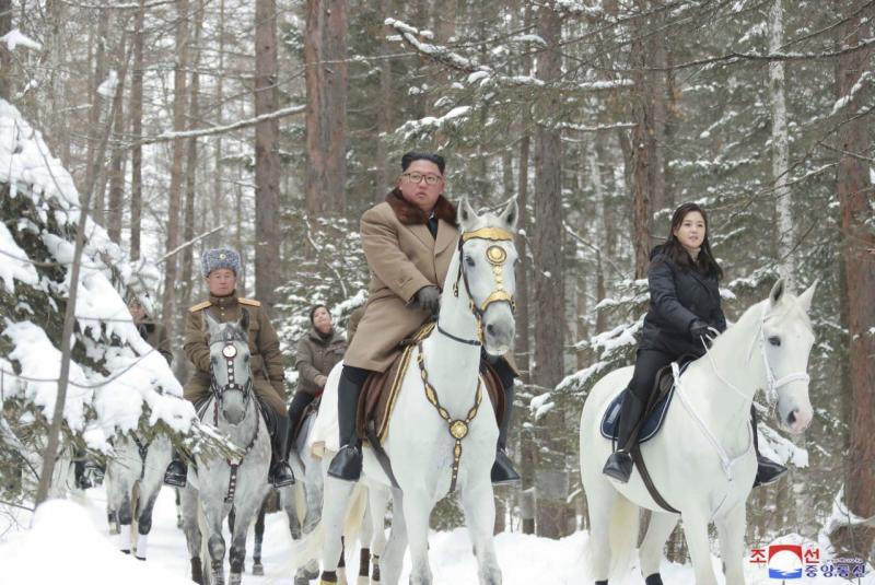 Kim sekali lagi naik kuda ke puncak suci saat tenggat nuklir mendekat