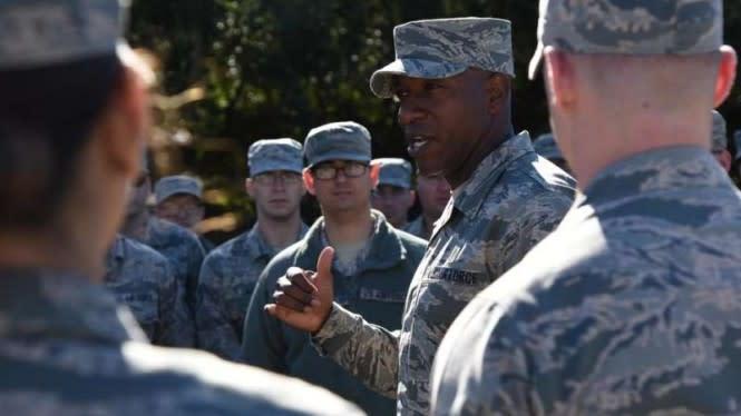 Sersan Kulit Hitam Bongkar Praktik Rasisme di Angkatan Udara AS
