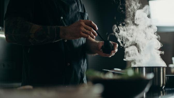 Ilustrasi masak sayur asem (Photo by cottonbro on Pexels)