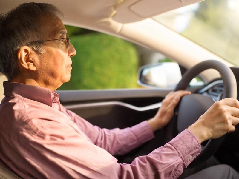 高齡駕駛肇事占比高 長者需定期換照