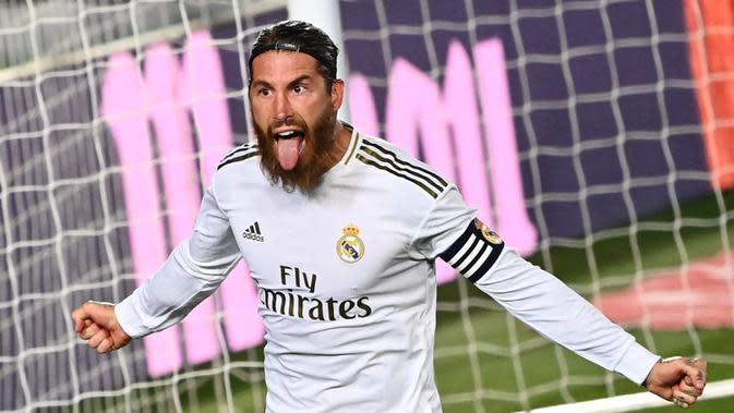 3. Sergio Ramos (34 tahun) - Sergio Ramos menjadi bek tersubur di kompetisi Liga Spanyol dan jagat sepak bola saat ini. Musim lalu pemain asal Spanyol ini menjelma menjadi bek rasa striker dengan torehan 11 gol bersama Real Madrid di kompetisi Liga Spanyol. (AFP/Gabriel Bouys)