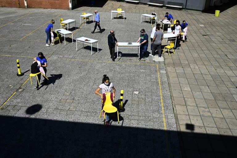 Schools in Argentine capital begin cautious reopening