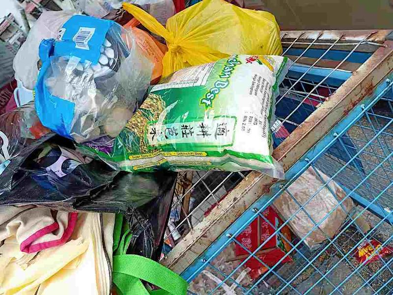 Anny Tan wrote that even if the rice was broken or expired, it was still a waste to throw it out because it could have been used to make food for stray animals. — Picture from Facebook/Gavin Siew
