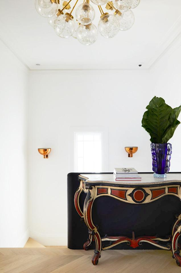 "<p>When it comes to <a href=""https://www.housebeautiful.com/room-decorating/living-family-rooms/g33444762/fall-mantel-ideas/"" target=""_blank"">styling surfaces</a> around the house, <a href=""https://www.housebeautiful.com/home-remodeling/interior-designers/how-to/g1336/coffee-table-decorating-tips/"" target=""_blank"">coffee tables</a> tend to get the most attention, and thus, steal the spotlight. But console tables are just as important—in fact, even more so, since they're often located in the <a href=""https://www.housebeautiful.com/room-decorating/entryway-ideas/g650/fabulous-designer-foyers/"" target=""_blank"">entryway</a>, where a good first impression is crucial (though we're also spotlighting console table decorating ideas all throughout the house, too). So keep reading to learn how the pros style their's with the nineteen console table decorating ideas ahead. Trust us—these simple styling tricks will tie the whole place together. </p>"