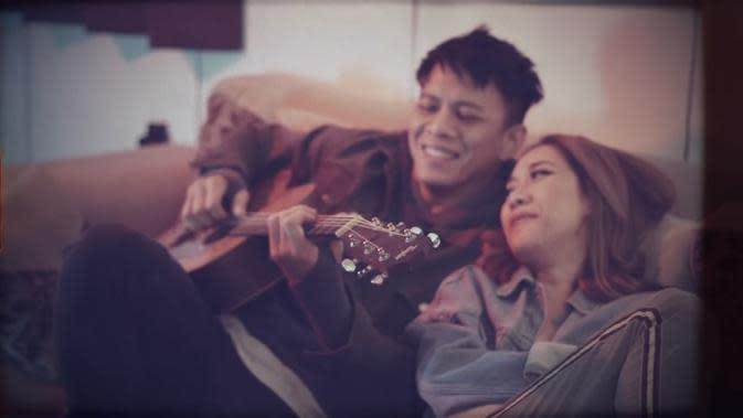 BCL nyanyikan ulang Menghapus Jejakmu bersama Ariel NOAH. (YouTube BCL)