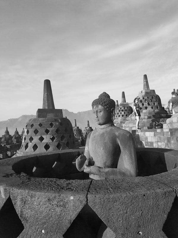 Borobudur   unsplash.com/@zhury