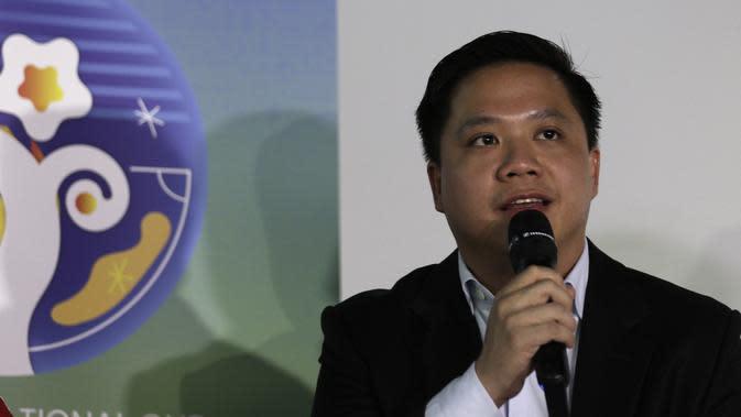 Deputy Director Programming SCTV, David Setiawan Suwarto, saat konferensi pers Turnamen U-20 International Cup 2019 di Wisma Aldiron, Jakarta, Kamis (21/11). Kompetisi ini direncanakan akan berlangsung pada 1-7 Desember 2019. (Bola.com/Yoppy Renato)