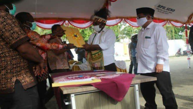 KPU Keerom Tetapkan Pasangan Markum-Musui dan Gusbager-Kosasih