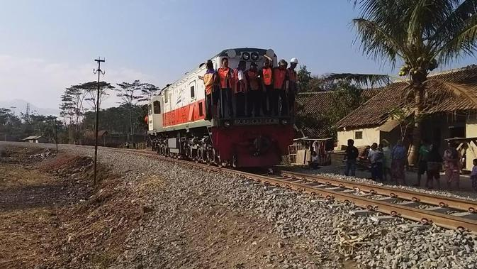 Ilustrasi lokomotif (Liputan6.com/Jayadi Supriyadin)