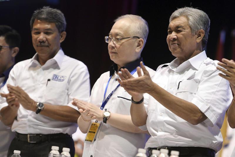 BN chairman Datuk Seri Ahmad Zahid Hamidi (right) with Datuk Seri Mohamad Hasan (left) dan MCA president Datuk Seri Wee Ka Siong (centre) at the MCA AGM in Kuala Lumpur December 1, 2019. — Bernama pic